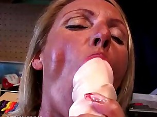 wife,masturbating,cunt,mommy,housewife